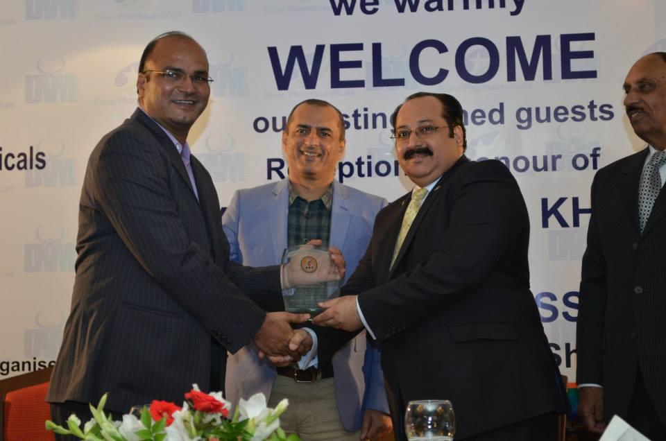Dr. Waqar Azeem  Chairman DVM Pharma Presenting Souvenir to Mr. Raza Mehmood Khursand - Chairman PPA